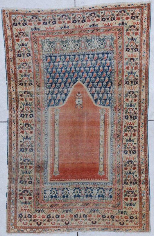 6856 18th C Ghordez rug